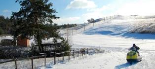 Zimowy las bajkowy. Gospodarstwo Korobov - dolina alpejska