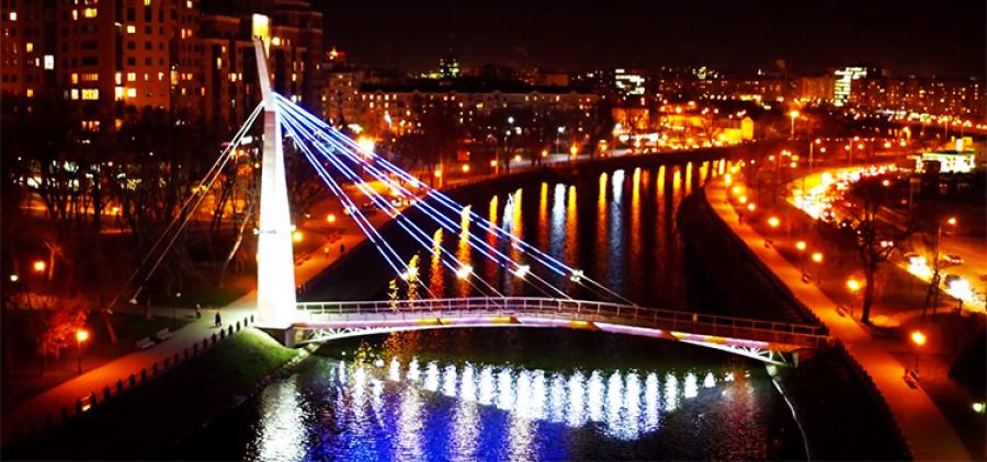 Miasto rozświetla światła. Wieczór romantyczny Charków